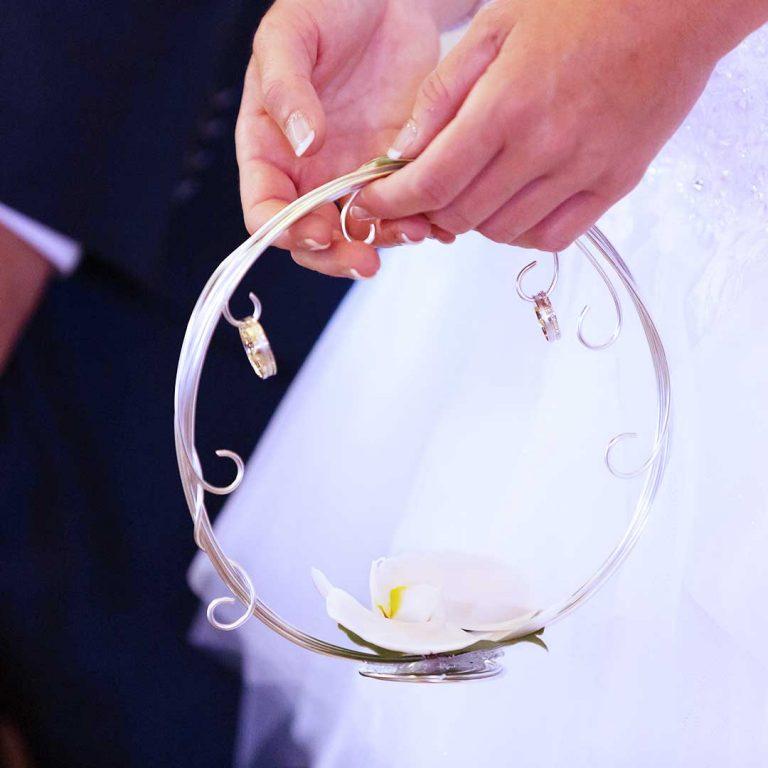 porte alliance floral pour mariage