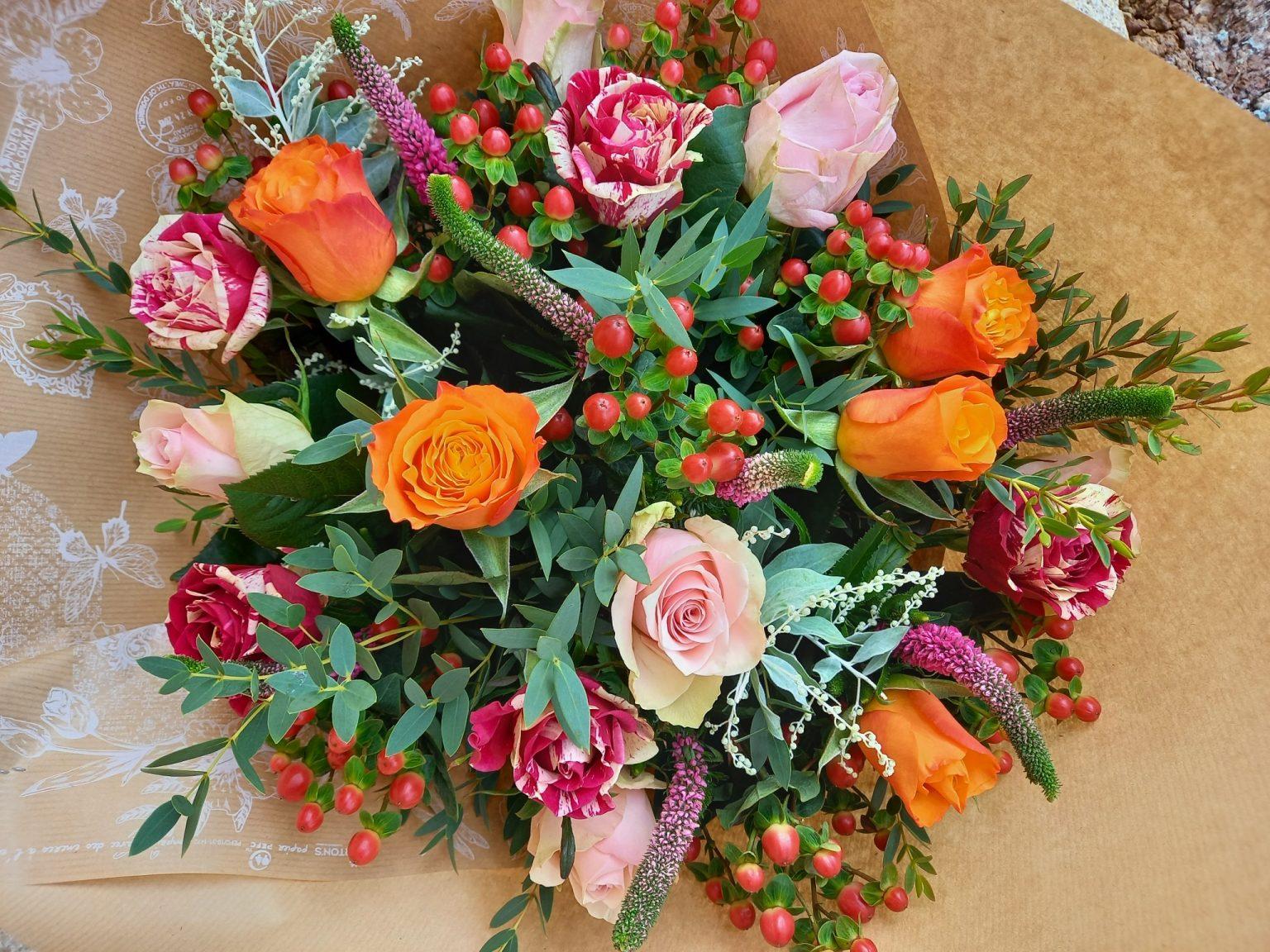 bouquet de roses et de feuillage
