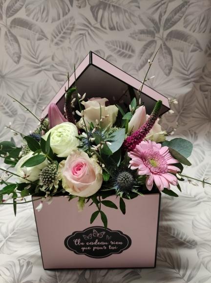 boite garnie de fleurs de saison