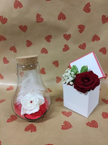 goutte en verre avec une rose éternelle