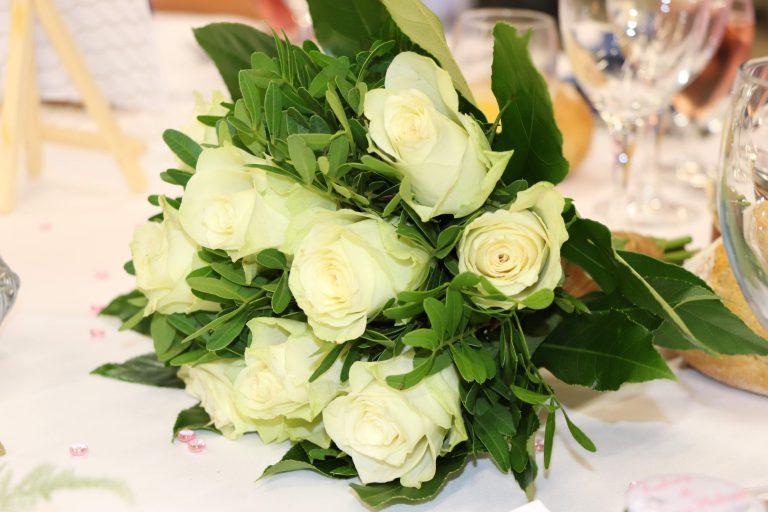 bouquet de mariée de rose blanche