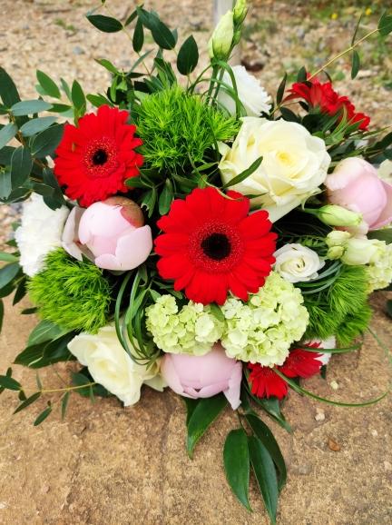 bouquet ton rouge,rose blanc et vert
