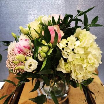bouquet d hortensia,pivoine,rose,lisianthus
